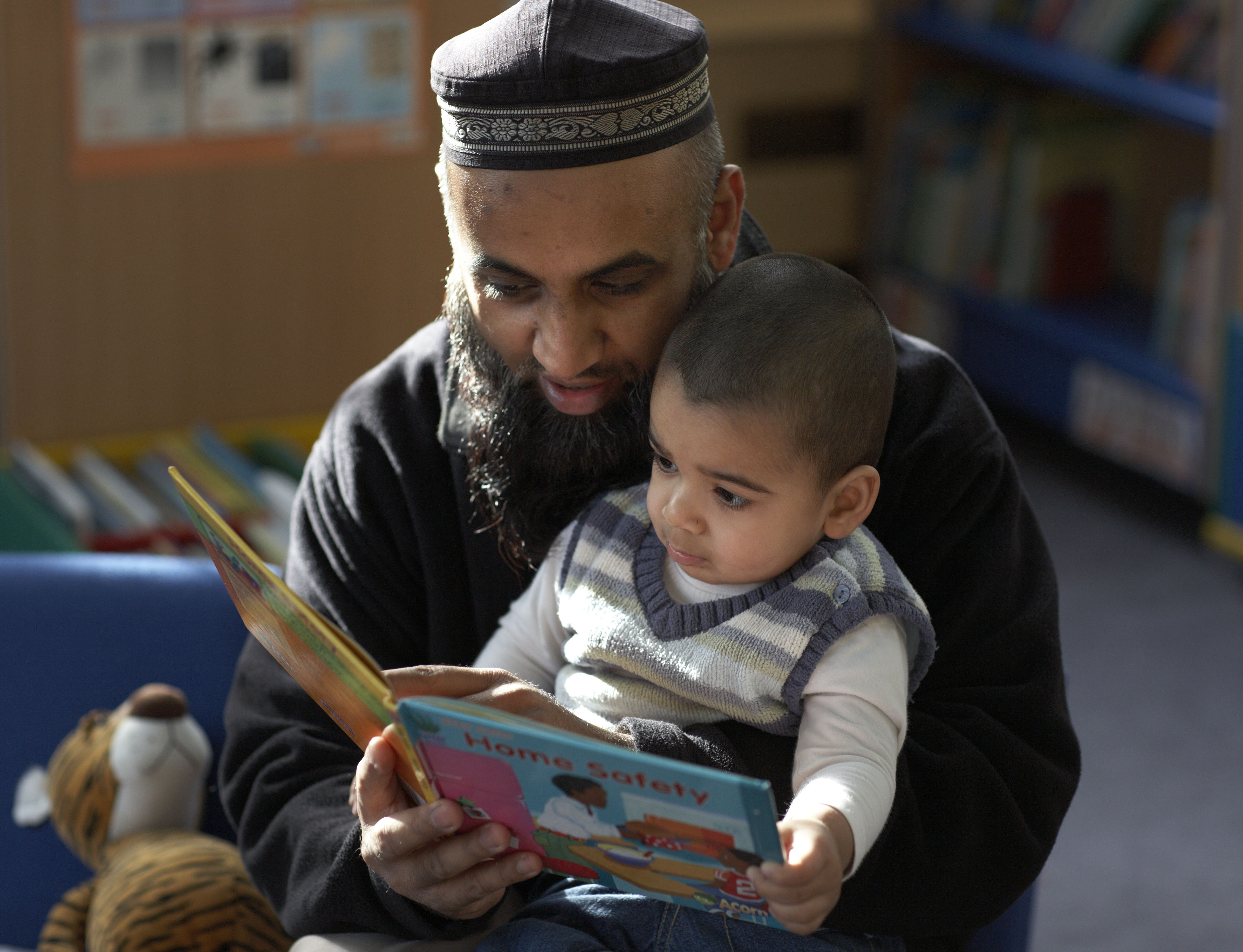 Adult and child reading batley credit justin sutcliffe for the reading agency